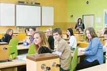 Oficiálně začnou školáci novou fyzikálně-chemickou učebnu využívat až příští týden