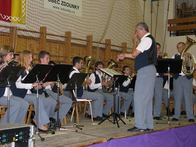V neděli 18. května 2008 se konal ve sportovní hale ve Zdounkách jedenáctý ročník festivalu mládežnických dechových orchestrů.