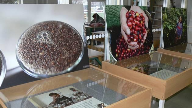 Výstavu o fair trade neboli poctivém obchodě uspořádali v Knihovně Kroměřížska.