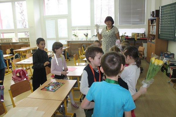 Na Základní škole Zachar se ve čtvrtek 28.ledna ro rozdávalo vysvědčení vprvní třídě súsměvem. Všichni si odnesli samé jedničky.