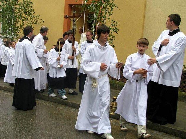 V úterý 6. července 2010 se v kostele Nejsvětější trojice ve Zdounkách konala primiční mše novokněze Marka Adamíka ze Zdounek.
