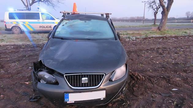 Další nehody spojené s ranní námrazou vyšetřují od středečního rána dopravní policisté. Mezi Ratajemi a Kroměříží boural sedmapadesátiletý řidič Seatu Ibiza, který dostal smyk a havaroval v poli.
