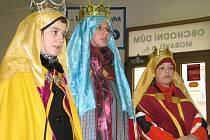 V ulicích Kroměříže byli ve čtvrtek 6. ledna 2011 k vidění Tři králové.