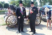Setkání motorových veteránů na holešovském zámku