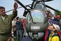 Ve čtvrtek 29. května 2008 oslavily děti na fotbalovém hřišti ve Zdounkách svůj svátek. Na akci přiletěly dva bojové vrtulníky.