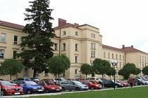 Budova bývalých kasáren na Hanáckém náměstí v Kroměříži