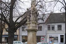 Opravu sousoší Nejsvětější Trojice uskutečnili v loňském roce v Hulíně. Restaurátorské práce prováděl tlumačovský akademický sochař a restaurátor Josef Petr, městu na ně finančně přispěl i stát.