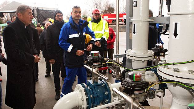 Premiér Andrej Babiš při otevření nové výdejní lávky na pohonné hmoty.