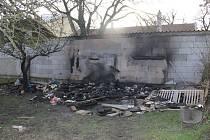 Požár provizorního objektu obývaného bezdomovci.