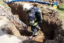 Únik plynu z překopnutého potrubí museli v pondělí 30.5. dopoledne likvidovat v pačlavické místní části Pornice profesionální hasiči.