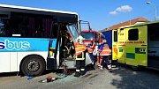 Srážka autobusu s kamionem v Morkovicích