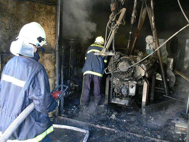 Ranní požár v dílně způsobil několikamilionové škody.
