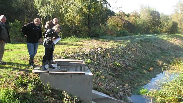 Ve čtvrtek 7. září 2010 zkolaudovali v Hošticích nové rybníky.