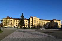 Bývalá vojenská budova na Hanáckém náměstí v Kroměříži. Ilustrační foto