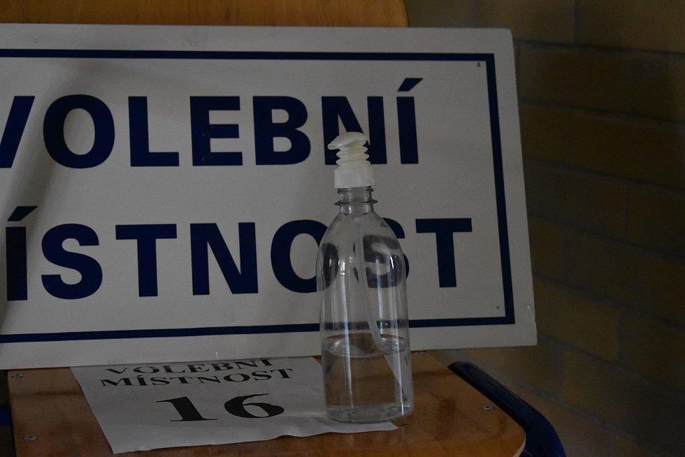 Volební okrsek 18 na ZŠ Slovan v Kroměříži