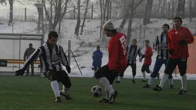 Miroslav Třasoň (s čepicí) a Michal Ševela do utkání se Slušovicemi nenastoupili.