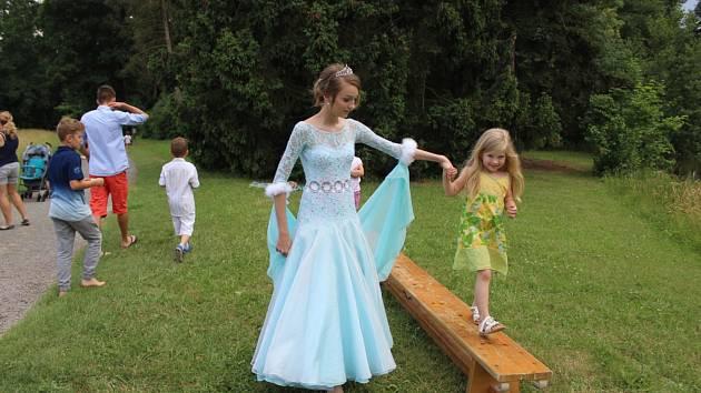 Další akcí k letošnímu Dni dětí byl nedělní Podzámecký pohádkový les, který pořádalo Arcibiskupské gymnázium v Kroměříži.