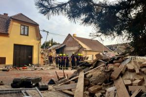 Na Kroměřížsku explodoval při zásahu hasičů dům. Dva mrtví, několik zraněných