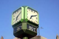 Vlna veder zasáhla také Kroměříž: v neděli 11. července 2010 se i po sedmé hodině večerní vyšplhala teplota na hodinách u tamního autobusového nádraží na 36 stupňů Celsia.