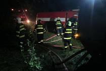 Velmi náročný zásah trvající celou noc si ze čtvrtka na pátek připsali hasiči na Kroměřížsku: likvidovali totiž požár lesní paseky v tamní lokalitě Bunč.