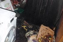 Řádění plamenů ve sklepě nadělalo škody za deset tisíc
