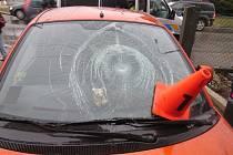 Na přechodu na náměstí Míru v Kroměříži srazil řidič chodkyni. Po nehodě nadýchal 1,2 promile.