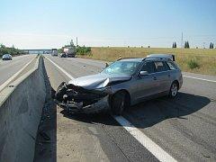 Nehoda brzdila provoz na D55, u Hulína dopravu musela řídit policie