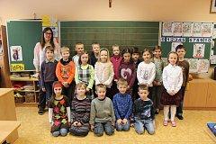 Tablo dětí z letošní první třídy Církevní ZŠ Kroměříž s třídní učitelkou Mgr. Romanou Blažkovou