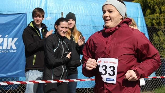 V Kroměříži se v sobotu běžel již třetí ročník půl a čtvrt maratonu. Za slunečného počasí si pro vítězství přiběhl domácí Josef Sedláček.