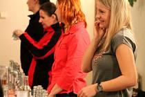 V Bezměrově tradičně koštovali slivovici. Lidé se sešli u šestého ročníku v kulturním domě v sobotu 5. března. Volili nejlepší pálenku, slivovici ale i likér.