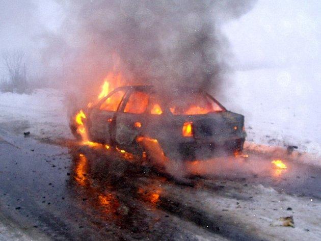 Požár vozidla u Kroměříže.