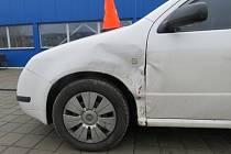 Muž v Chropyni nezvládl v sobotu 13.2. vinou opilosti couvání ze slepé ulice a narazil do zaparkované škodovky.