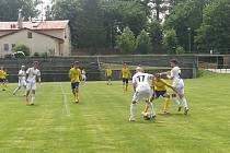 Fotbalisté Holešova (v bílých dresech) ve svém kádru mají nové posily. Archivní foto.