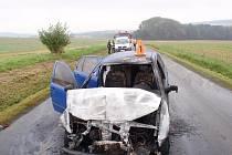 Mezi obcí Srní a Věžky došlo k dopravní nehodě mezi osobním autem zn. Š Fabia a traktorem s následným požárem auta.