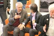 V kroměřížském Domě Kultury se diskutovalo na téma rozdělení Česka a Slovenska, mezi diskutujícími byli například bývalý beseda české vlády za federace Petr Pithart a bývalý předseda vlády Slovenské republiky Ján Čarnogurský.
