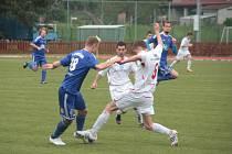 Fotbalisté Hulína (v bílém). Ilustrační foto