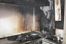 Ve výrobně hotových jídel v Lechoticích na Kroměřížsku v noci na dnešek hořelo.