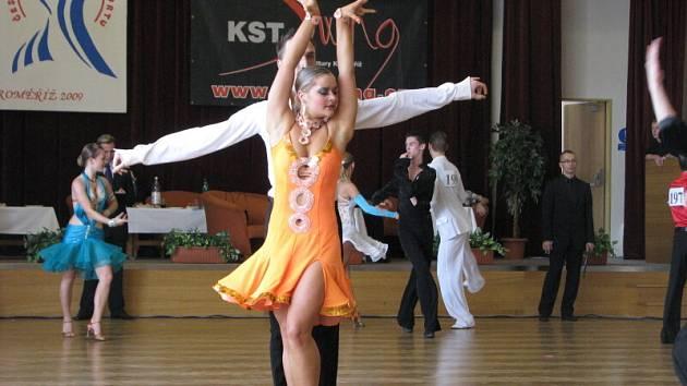 Prestižní soutěže se účastnily na čtyři stovky tanečních dvojic.