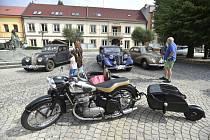 Sraz veteránů v Bystřici pod Hostýnem - Na Masarykově náměstí v Bystřici pod Hostýnem na Kroměřížsku byly 17. července 2021 k vidění více než dvě desítky automobilových veteránů.