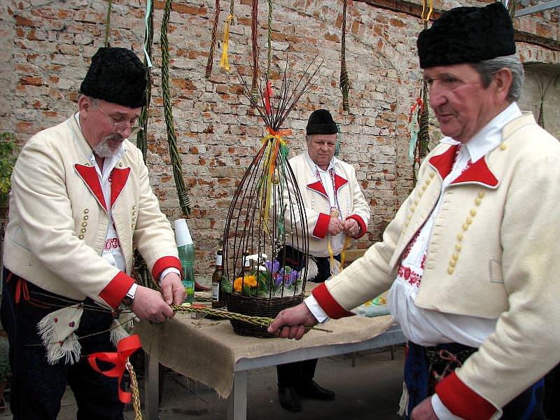 Od pátku 19. do neděle 21. března 2010 se v Holešově konala výstava Velikonoce v pozdámčí.