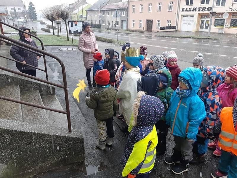 Tříkrálové koledování dětí z mateřské školky ve Zdounkách.
