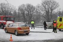 Sníh zkomplikoval život řidičům, v Holešově první den roku bourala dvě osobní auta.