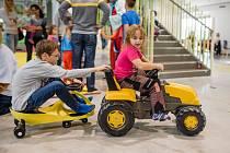 Na kroměřížském výstavišti Floria o posledním říjnovém víkendu otevřeli vnitřní část areálu Dětský svět: prostory plné atrakcí si přišlo prohlédnout přes tisíc lidí.