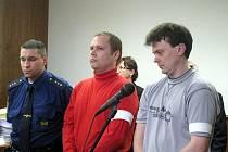 V úterý 13. dubna 2010 u Okresního soudu Kroměříž padl rozsudek nad dvojicí mužů, kteří na konci loňského května okradli a znásilini ženu.