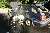 Oheň u výfuku auta museli přijet do Vrbky krotit hasiči