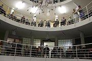 Do celorepublikového projektu Česko zpívá koledy se zapojili také v Kroměříži: pásmo koled v tamním Domově pro seniory U Moravy odzpíval smíšený pěvecký sbor kroměřížského Arcibiskupského gymnázia AVE.