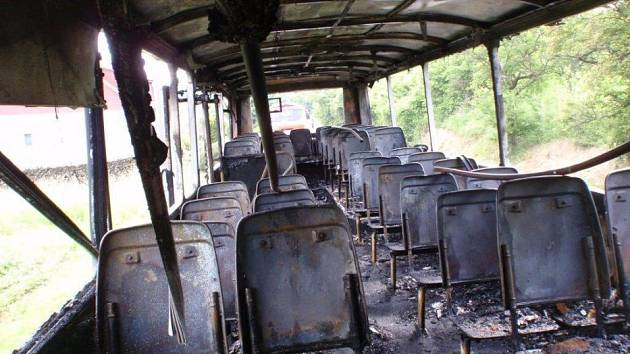 Požár autobusu u Jestřebic