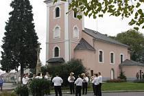 V Kurovicích otevřeli 24.října 2010 slavnostní mší opravený kostel svaté Kunhuty .