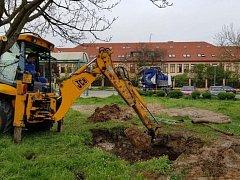 Přibližně sedm hodin trvala oprava havárie na přivaděči pitné vody, ke které došlo v úterý na kroměřížském sídlišti Barbořina.