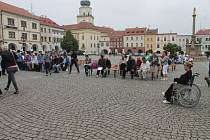 Kroměřížské Velké náměstí ve čtvrtek nabídlo výrobky klientů Sociálních zařízení z Kroměříže a Uherského hradiště. Navíc si připravili i doprovodný program
